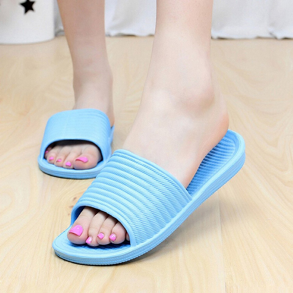 Open toe womens bathroom slippers are made of waffle, terry and disposable material. Womens slippers can be purchased bulk by signing up for wholesale account.
